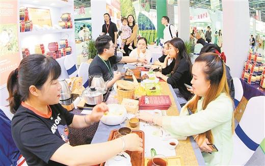 主打长寿牌 严把质量关 广西茶在茶博会上大放异彩